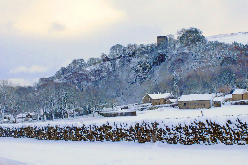Castelton's Peveril Castle snow